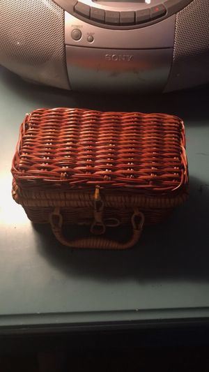 Small Picnic Basket w/ Glass Antique plates/cups for Sale in Montgomery, AL