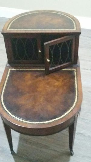Rare Antique Weiman Heirloom End Table for Sale in Largo, FL