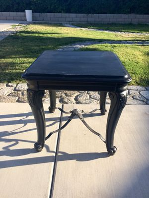 French provincial side table $40 for Sale in Winchester, CA