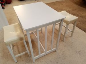 White Bistro Table set w/ 2 stools for Sale in Calhan, CO