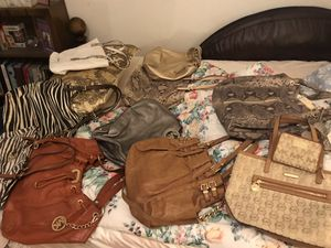 42 name brand bag (Michael kors.cocah. Kate spade.dooney bourse.brahmin)and 6 wallet for Sale in Fairview Heights, IL