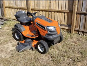 NEWER MODEL HUSQVARNA HYDROSTATIC TRACTOR 48 INCH RIDING LAWN MOWER for Sale in Clermont, FL