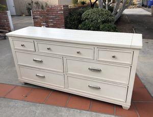 Dresser Ethan Allen for Sale in San Diego, CA