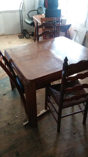 Nice table w/ chairs for Sale in Tampa, FL