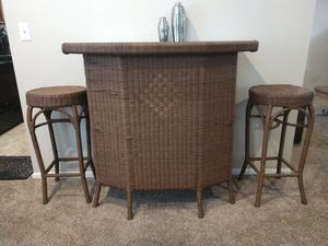 Awesome wicker bar set with Stools. for Sale in Lacey, WA