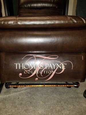 Thomas Payne RV Reclining Couch for Sale in EASTAMPTN Township, NJ