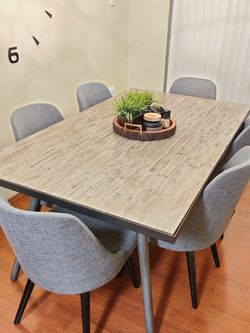 Modern Wooden Dining Table With 6 Chairs for Sale in Auburn,  WA