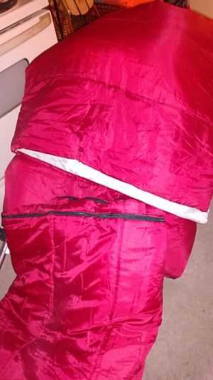 2 mountain trail sleeping bags for Sale in Bridgeport, CT