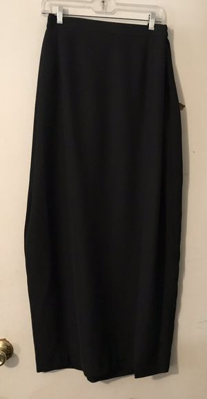 WOMEN'S CLOTHING BLACK LONG DRESSY SKIRT WITH SLIT IN THE FRONT for Sale in Knightdale, NC