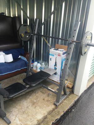 Golds gym weight bench, bar, and weights for Sale in Moyock, NC