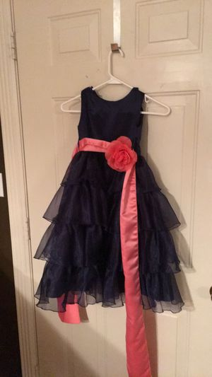 Little girls size 4 navy colored dress with a bright pink sash. for Sale in Glasgow, KY
