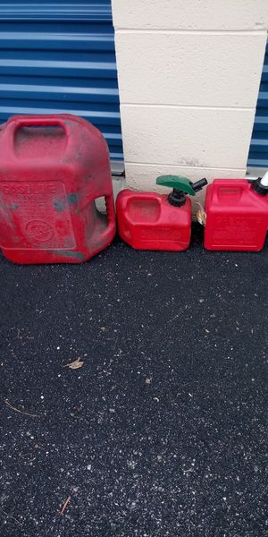 3 gas cans 1 6 gallon. 2 1 gallon for Sale in Newport News, VA