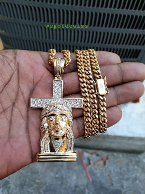 $120...... 14k gold plated Cuban link chain bracelet and pendant......... Shipping is available 🛫✈️ for Sale in Fort Lauderdale, FL