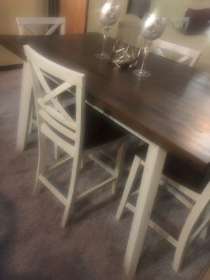 Five piece dining room table for Sale in Cleveland, OH