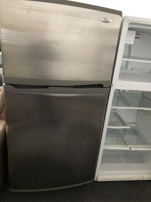Whirlpool top freezer for Sale in San Lorenzo, CA
