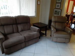 Lazy Boy beautiful love seat, rocker/recliner and end table set for Sale in Miami, FL
