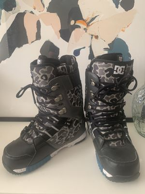 DC SNOWBOARD BOOTS SIZE 11 LIKE NEW for Sale in Long Beach, CA