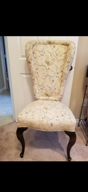 ANTIQUE LIGHT BEIGE (BUTTERFLY DESIGN ) VINTAGE HIGH BACK CHAIR! FLOOR UP (22X50X22W) CLOTH MATERIAL & DESIGN for Sale in Delray Beach, FL