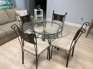 Cute Dining Room Table or Breakfast Nook Table for Four for Sale in Davie, FL