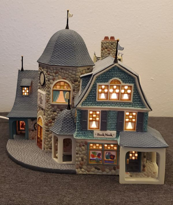 "DEPT 56 Seasons Bay "" Bay Street Shops"" Set of 2"