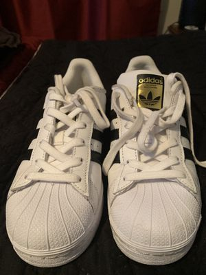 Adidas Superstar Size 5 for Sale in Santa Fe Springs, CA