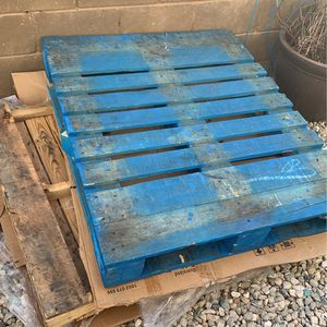 FREE Wood Pallets 2 Of Them for Sale in Hesperia, CA