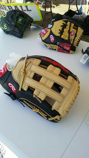 Wilson and rawlings ballgloves for Sale in Houston, TX