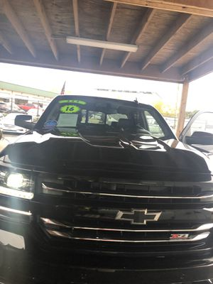 Chevy Silverado z71 2016 44 mil millas en buen estado for Sale in Houston, TX