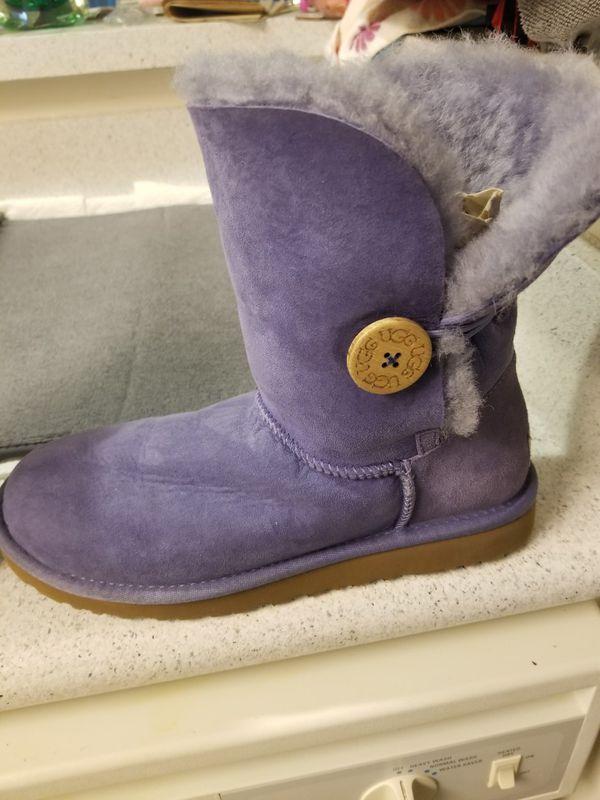 Uggs Button Bailey Short Purple Sz.8