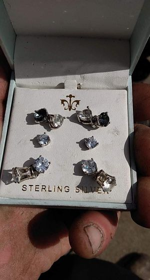 Ten diamond stud earrings various clarity but all stamped and need to find new homes for Sale in Council Bluffs, IA