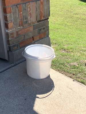 Nice bucket for Sale in Celina, TX