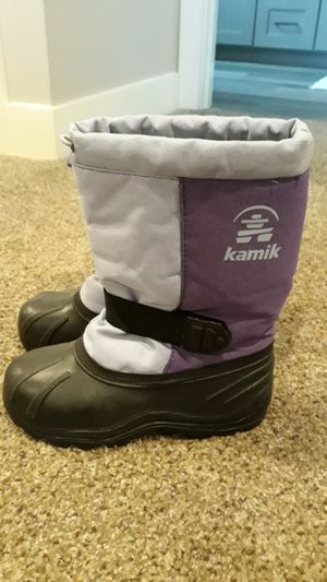 Snow boots, kids size 2 for Sale in Lakewood, CA