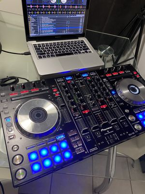 Pioneer professional ddj sx and MacBook Pro for Sale in Fort Lauderdale, FL