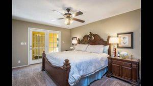 4 PIECE KING BEDROOM DARK CHERRY for Sale in Peoria, AZ