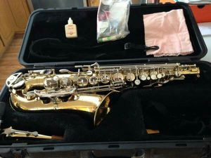 Selmer Bundy II Student Alto Saxophone with mouth piece - $335 for Sale in Olney, MD