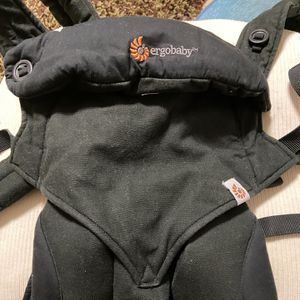 Ergobaby Four Position 360 baby carrier for Sale in Spring Valley, CA