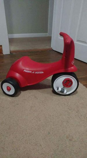 Radio Flyer Scoot 2 Pedal red trike for Sale in Scarbro, WV