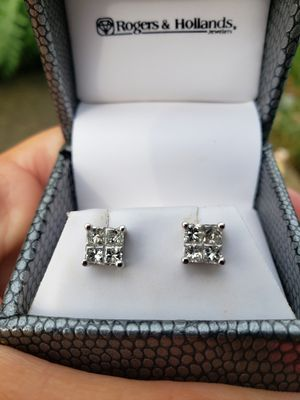 Diamond stud earrings 1cttw absolutely beautiful on, comes with statement of value for Sale in Oak Forest, IL