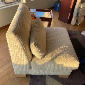 Oversized contemporary Living room chair for Sale in Los Angeles, CA
