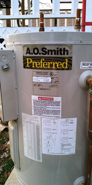 AO SMITH ELECTRIC WATER HEATER... 30 GALLONS for Sale in Silver Spring, MD