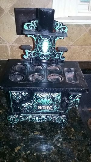 Antique salesman sample of a royal stove Sierra 1900 to 1910 made of cast iron for Sale in Moody, AL