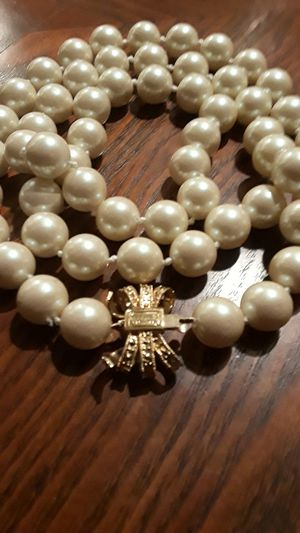 New!! Absolutely Gorgeous KATE SPADE NEW YORK long pearl necklace for Sale in New York, NY