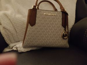 Michael kors kimberly handbag for Sale in Flower Mound, TX