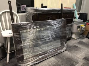 Dresser with mirror for Sale in Dallas, TX