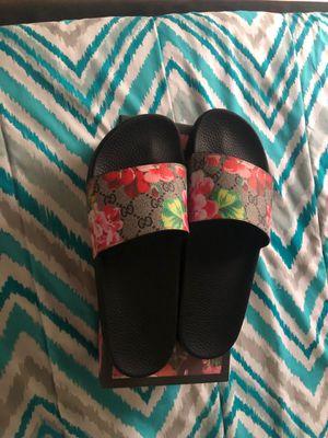 Pink gucci floral slides size 10 (READ DESCRIPTION) for Sale in Nashville, TN