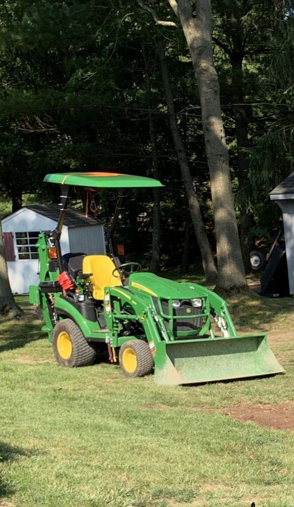 John Deere Tractor 4x4 w/ backhoe