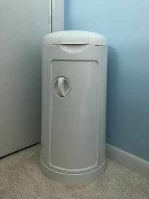 Munchkin diaper pail and refills for Sale in Chicago, IL