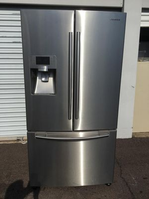 samsung french door stainless steel refrigerator, in good condition everything works fine, one month warranty, delivery available, W36 - D31-H69 for Sale in Tempe, AZ