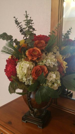 Artificial floral arrangement for Sale in Hialeah, FL