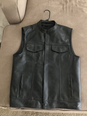 Men's Leather Motorcycle Vest (M) for Sale in San Diego, CA
